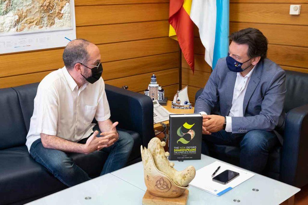 Marcos Ferreira explicó su iniciativa empresarial a Antonio Rodríguez Miranda.