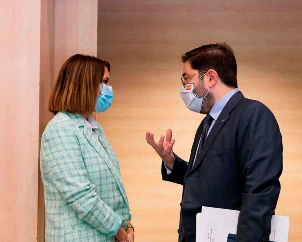 Rosa Balas y el secretario de Estado de la España Global, Manuel Muñiz.