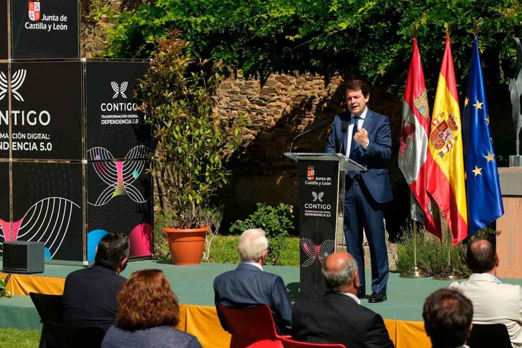 Alfonso Fernández Mañueco presentó la iniciativa Atención en Red en la localidad zamorana de Alcañices.