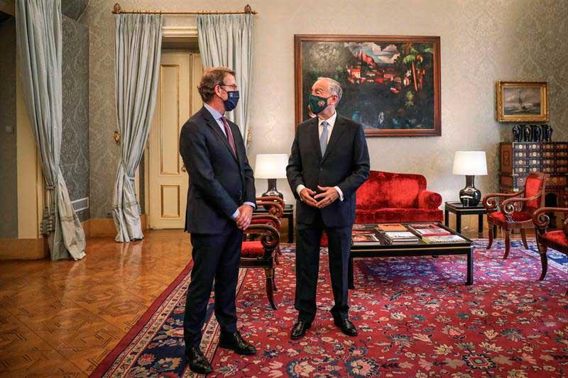 El titular del Gobierno gallego, Alberto Núñez Feijóo, se reunió con el presidente de la República de Portugal, Marcelo Rebelo de Sousa, en Lisboa.
