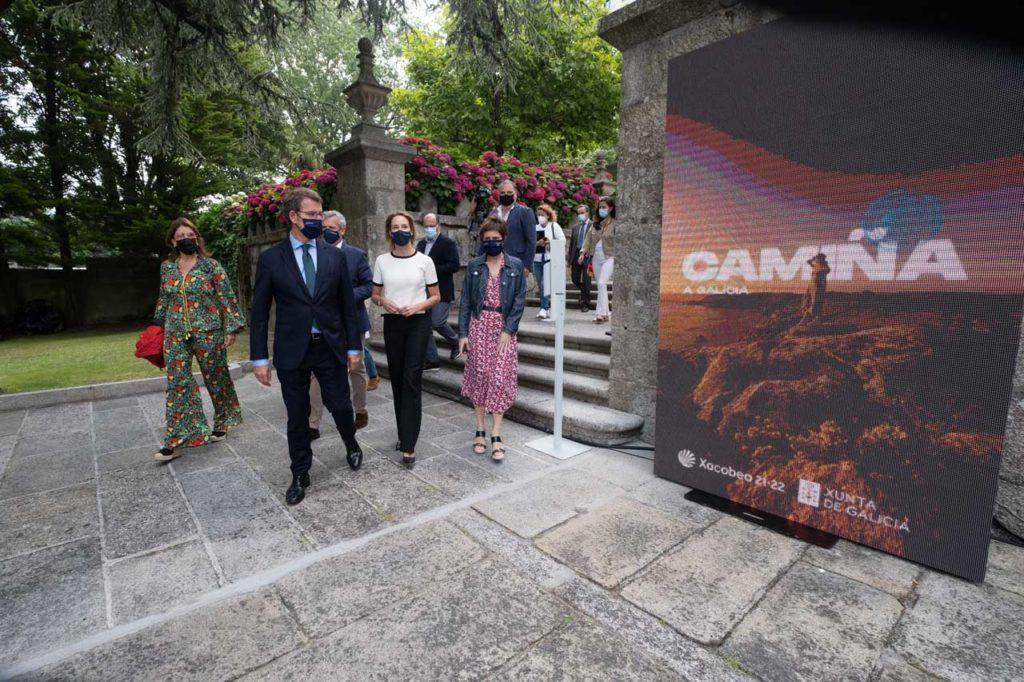 El presidente de la Xunta, Alberto Núñez Feijóo, asistió a la presentación de la campaña turística acompañado del vicepresidente primero, Alfonso Rueda, de la directora de Turismo de Galicia, Nava Castro, y de la delegada de la Xunta en Vigo, Marta Fernández Tapias.