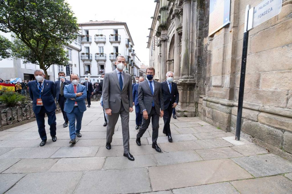 El Rey Felipe VI, a su llegada al Palacio de Fonseca para la inauguración del Congreso Mundial Xacobeo.