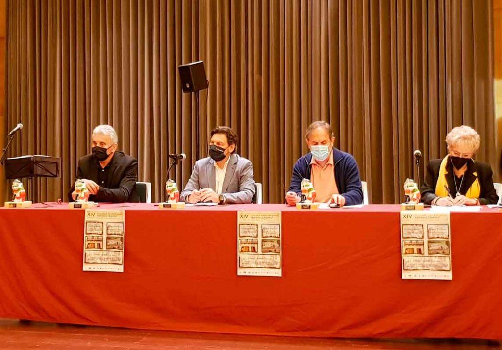 Rodríguez Miranda, segundo por la izquierda, durante la charla-coloquio.