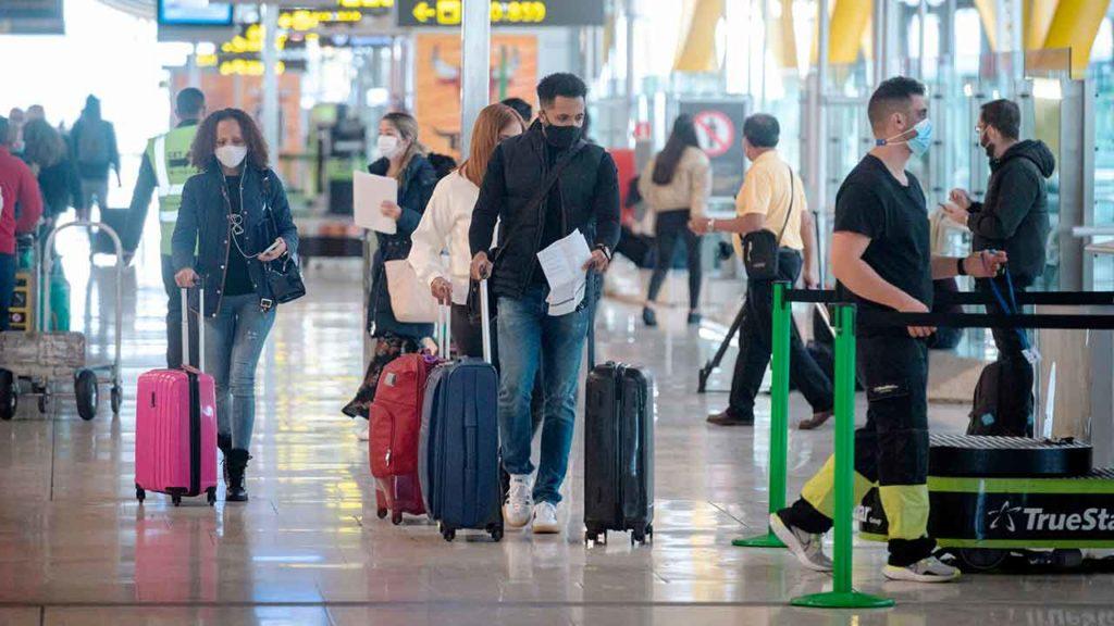 Tanto la emigración como el retorno descendieron en 2020 respecto a 2019.