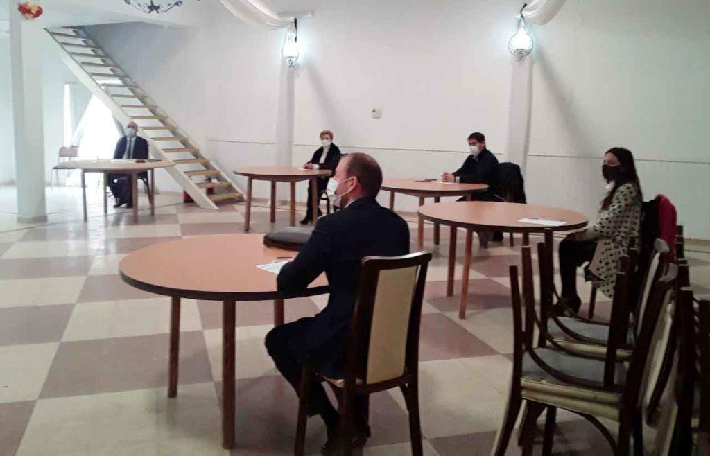 Un momento de la reunión en la que se respetaron las medidas sanitarias.