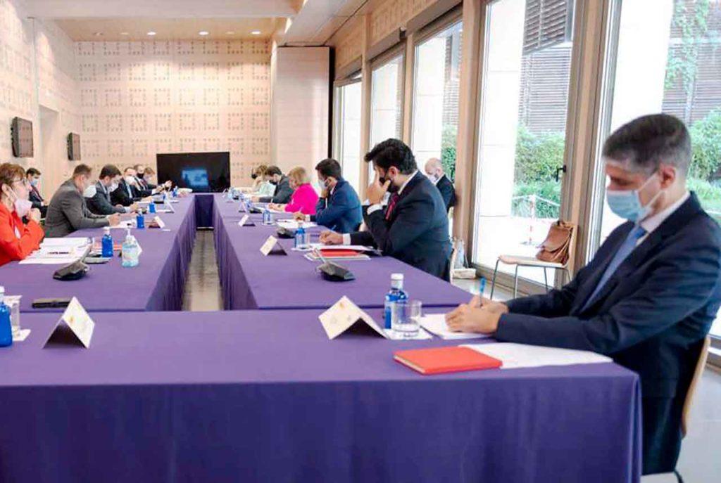 Manuel Rodríguez Santana, a la derecha, en un momento de la reunión.