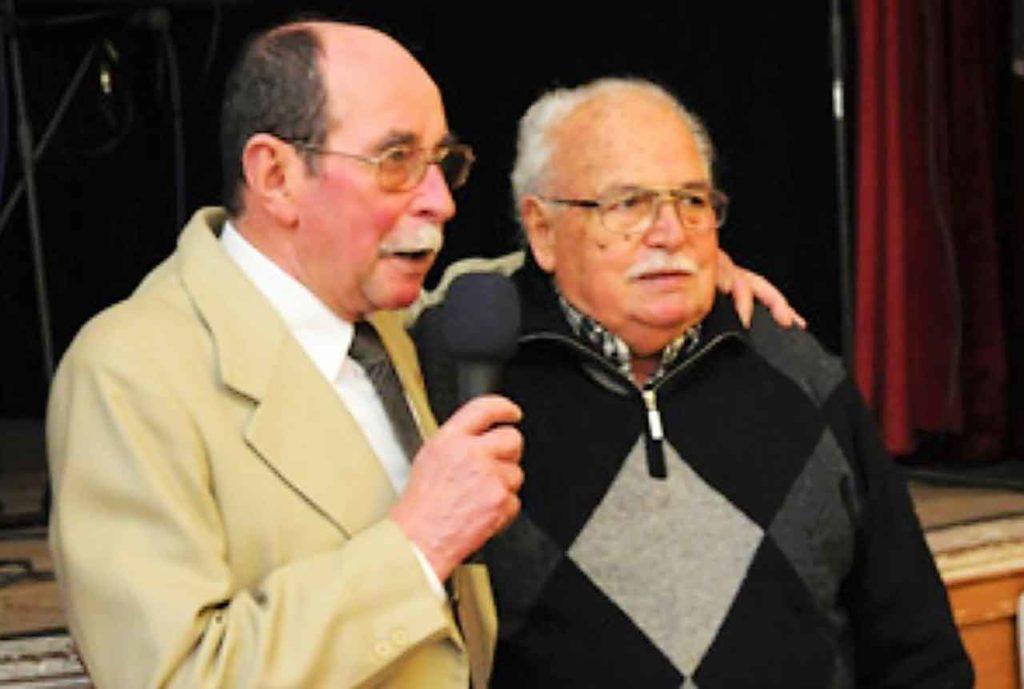 El actual titular de la Casa de Asturias Centros Asturiano, José Pérez, cuando le otorgo el titulo de presidente de honor a Horacio Díaz en 2013.