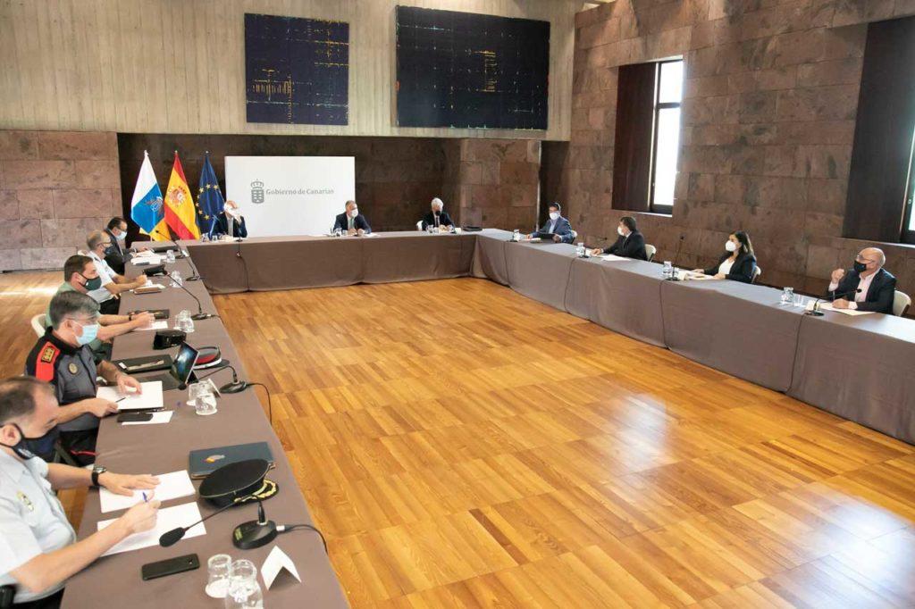 Ángel Víctor Torres (al fondo) presidió la reunión de la Junta de Seguridad.