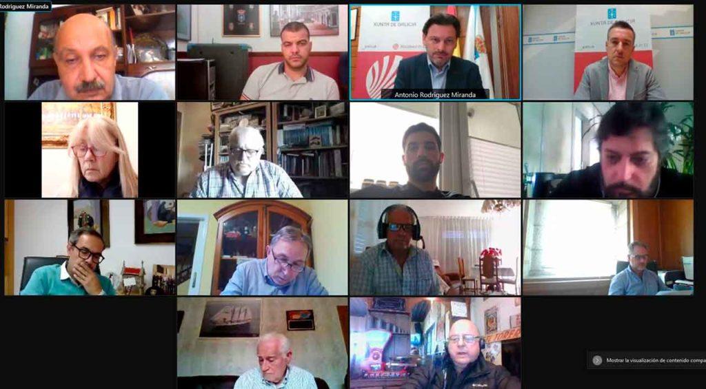 Participantes en la reunión de la Comisión Permanente del Consello de Comunidades Galegas.