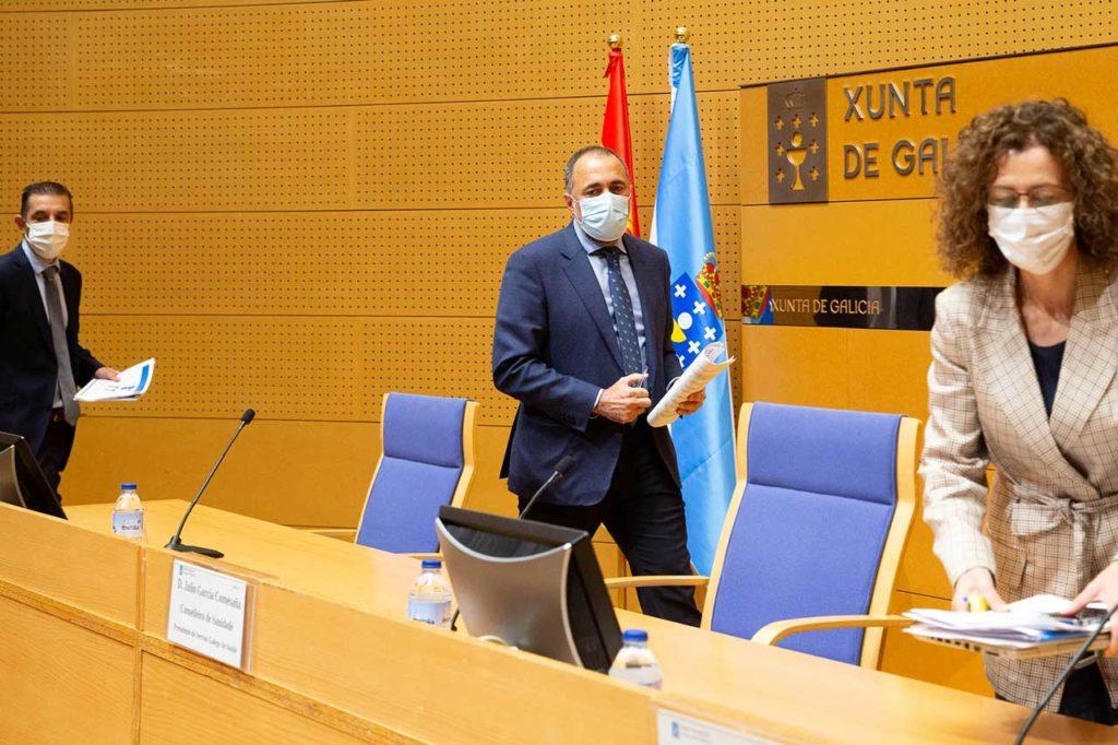 El conselleiro Julio García Comesaña, compareció con miembros de su departamento.