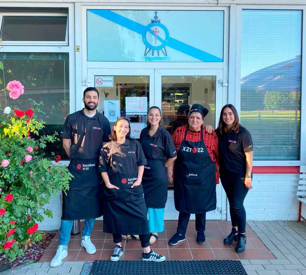 Personal del restaurante del Centro Cultural Gallego de Cuxhaven.