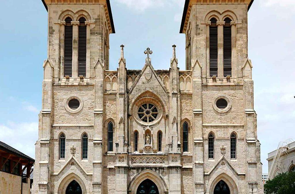 Catedral de San Fernando en San Antonio de Texas, construida con la colaboración de los emigrantes canarios.
