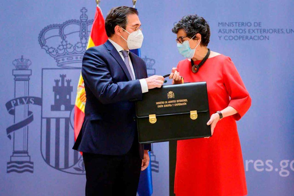 José Manuel Albares recibió la cartera de ministro de manos de Arancha González Laya.