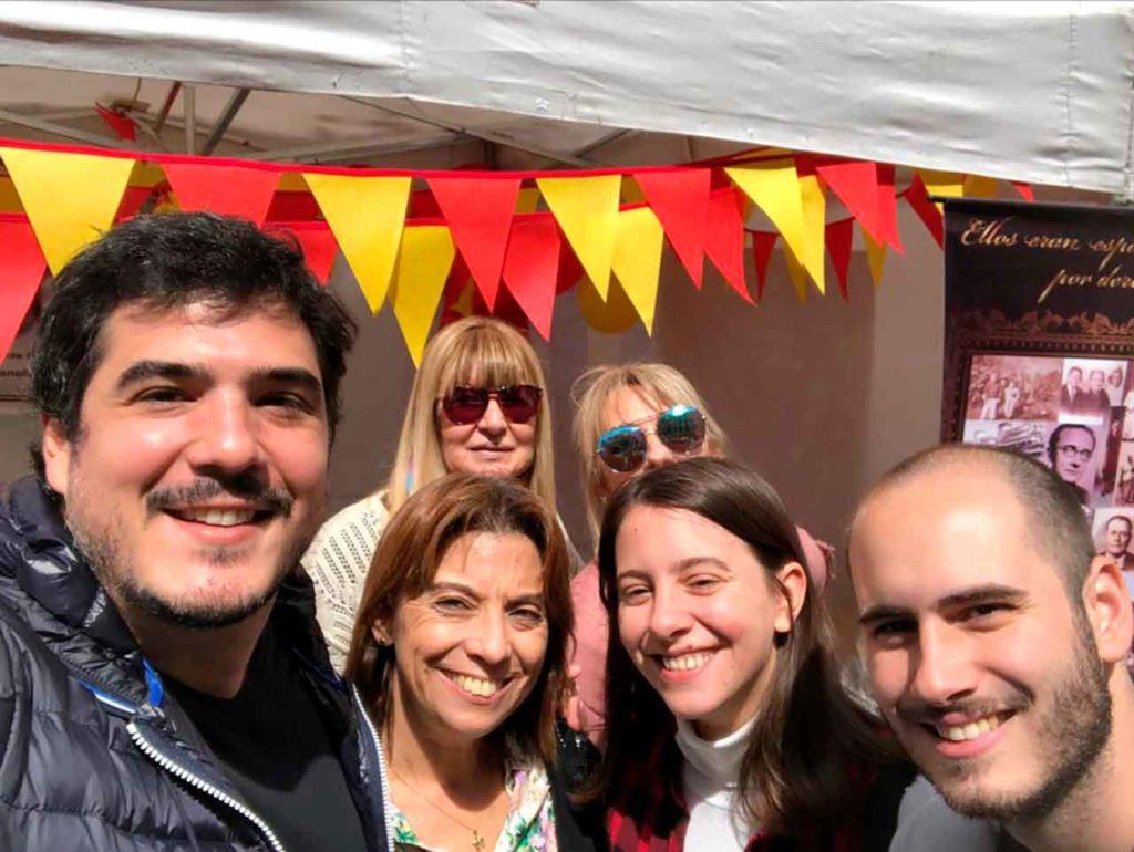 Juan Manuel de Hoz, a la izquierda, junto a otros descendientes de emigrantes.