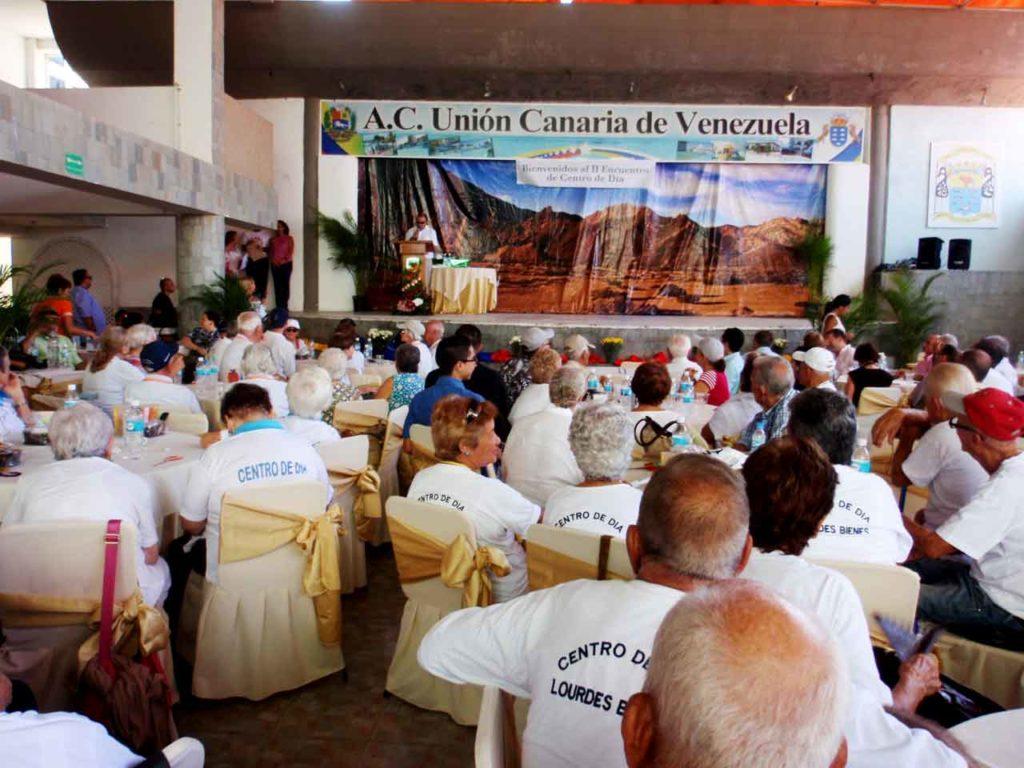 Encuentro de emigrantes canarios mayores en la Unión Canaria de Venezuela.