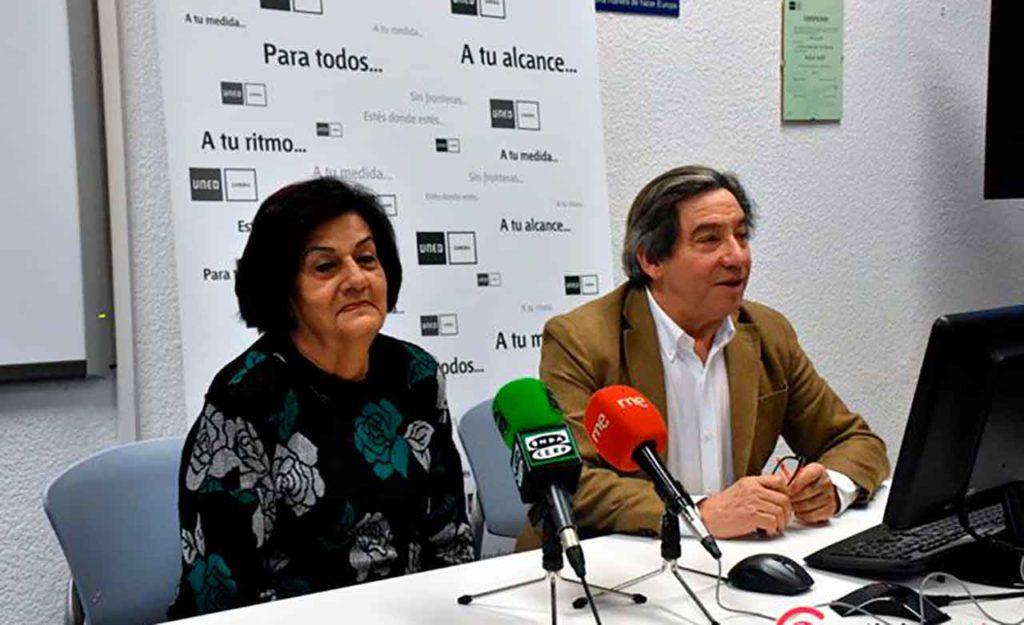 Juan Andrés Blanco con la presidenta de la Agrupación de Sociedades Castellanas y Leonesas de Cuba (Ascyl), María Antonia Rabanillo.