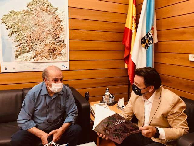 Miranda y Solla, en la sede de la Secretaría Xeral da Emigración en la capital de Galicia.