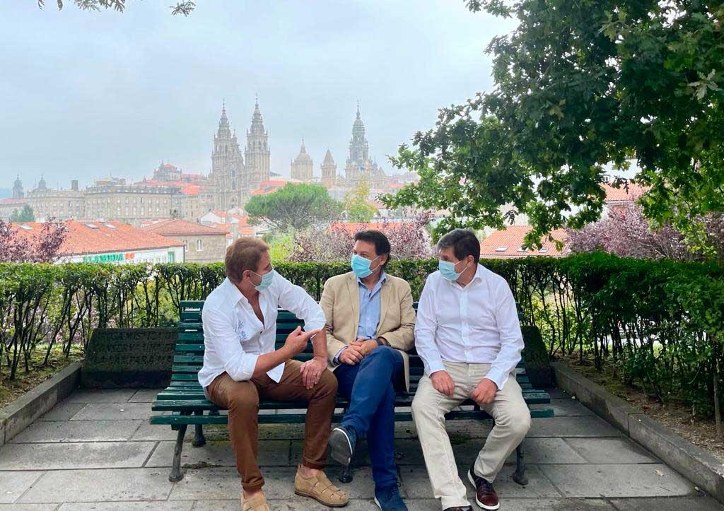 Miranda, Brandariz y Casais, en la Alameda de Santiago de Compostela.