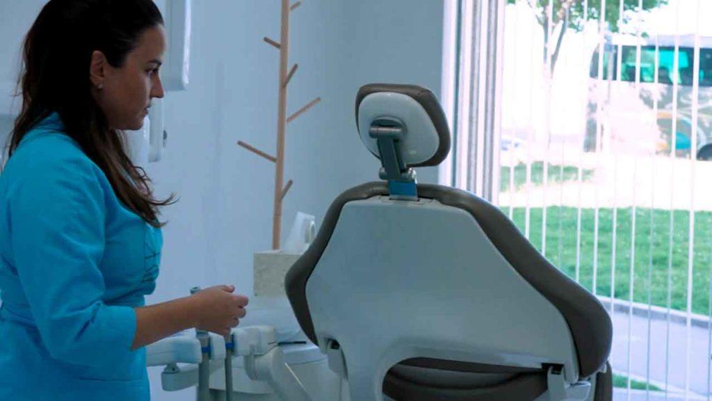 María Loira regresó de Malta y puso en marcha una clínica dental en Pontevedra.