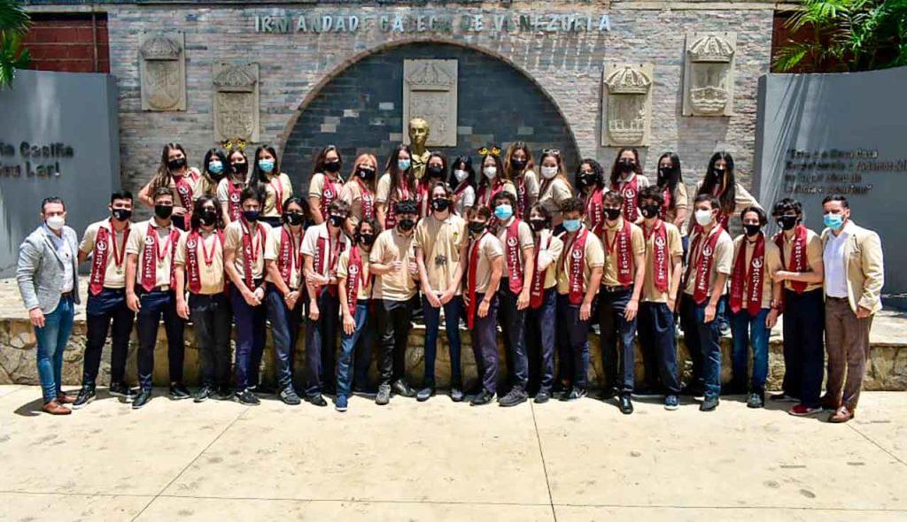 Alumnos del Colegio Castelao que se graduaron.