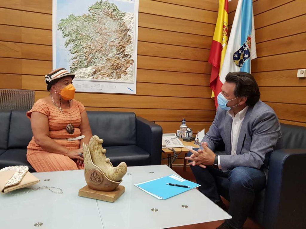 Antonio Rodríguez Miranda y Marisa González Lagarón, durante la reunión en la sede de Emigración en Compostela.
