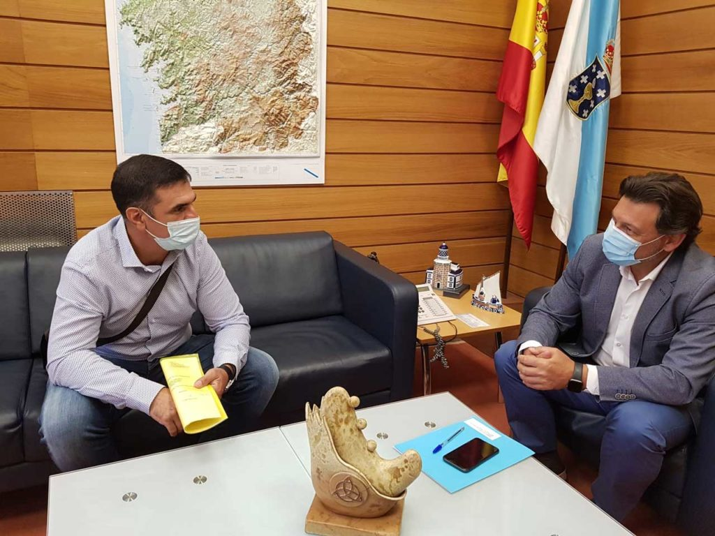 Miranda y Alonso, en el despacho del secretario xeral da Emigración en la capital de Galicia.