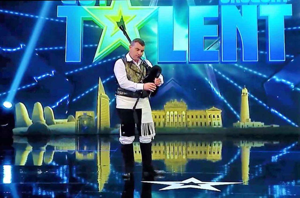 Actuación de Carlos González en Got Talent Uruguay.
