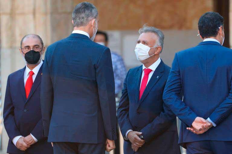 Ángel Víctor Torres departe en Salamanca con el Rey en presencia de Pedro Sánchez.