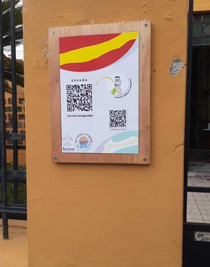 Cartel colocado en el frente del Club Español.