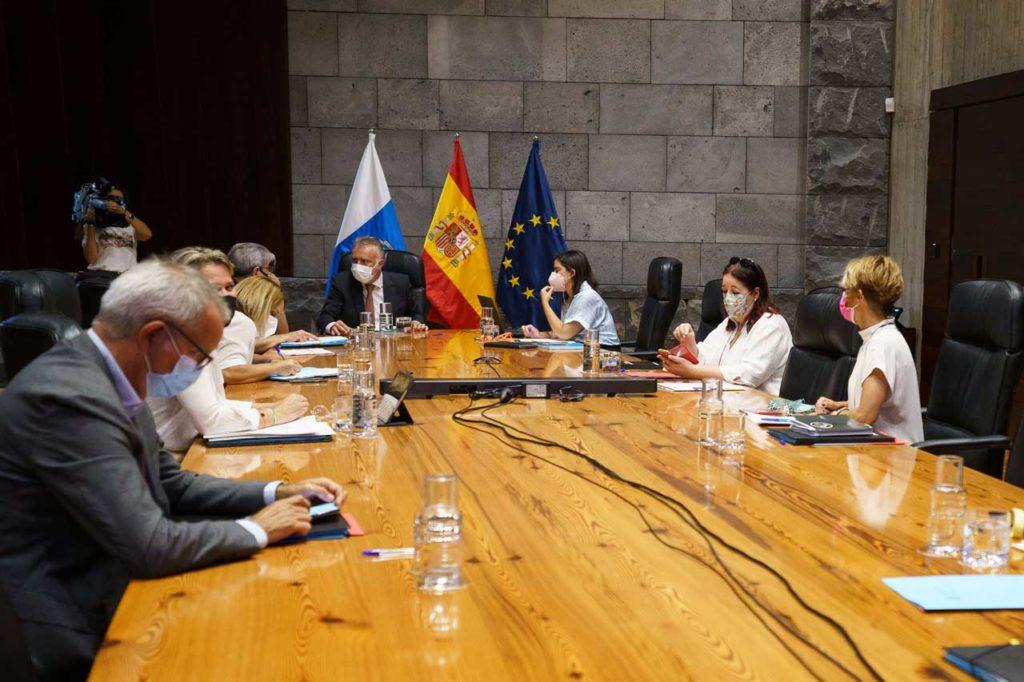 Reunión del Consejo de Gobierno, presidido por Ángel Víctor Torres, que aprobó el decreto.