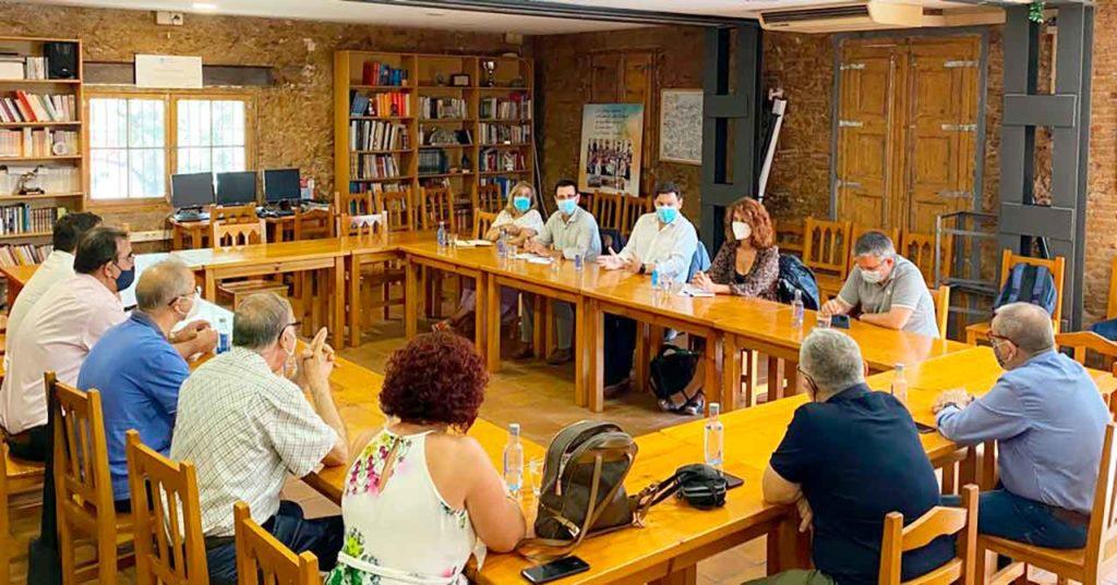 Un momento de la reunión con directivos de centros gallegos en Cataluña.