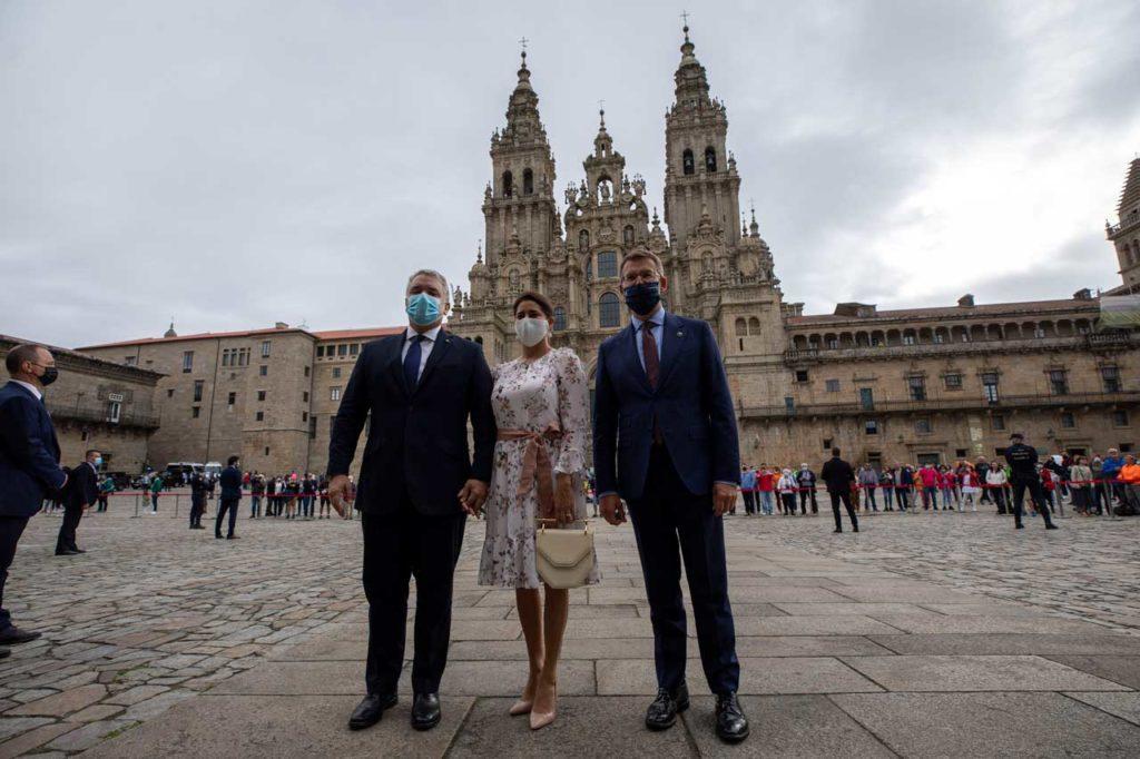 El presidente de la Xunta de Galicia, Alberto Núñez Feijóo, recibió al presidente de Colombia, Iván Duque, y a su esposa en la plaza del Obradoiro.