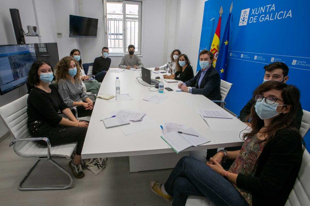 Gamallo se reunió con los beneficiarios de las becas de formación y con personal técnico de la Dirección Xeral de Relacións Exteriores e coa UE.