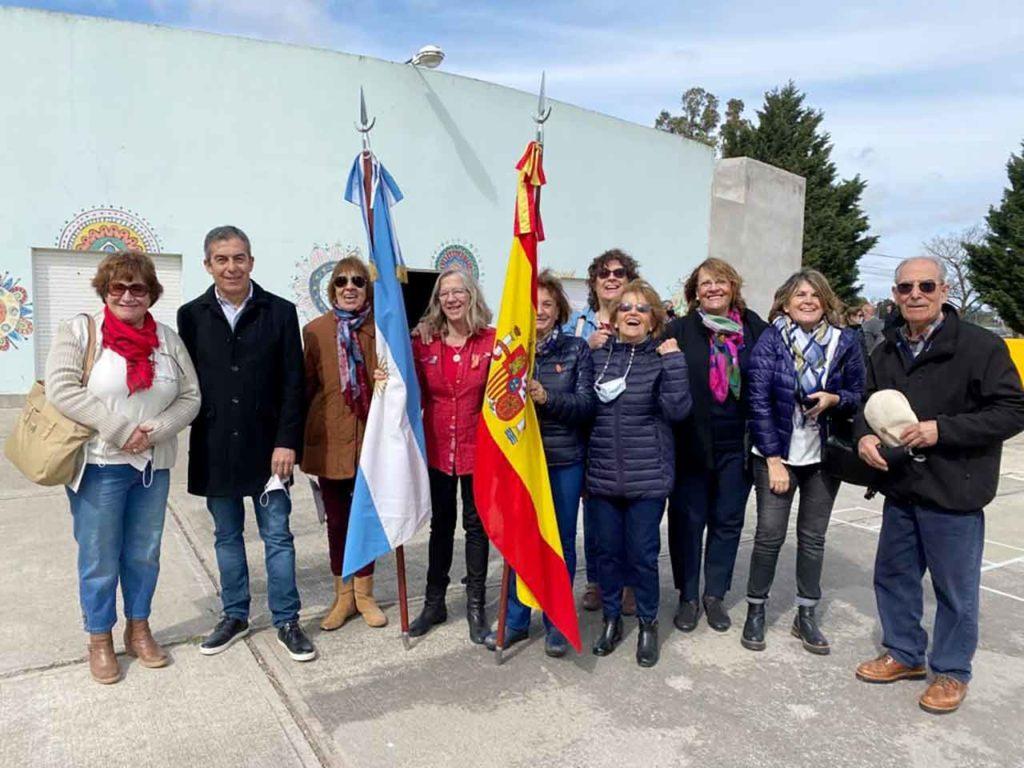 Representantes de la Asociación Española de Laprida.