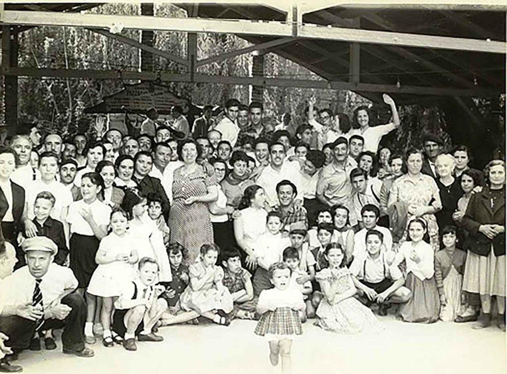 Romería de la sociedad Hijos de Buján en el campo de recreo de la Federación, 1954.