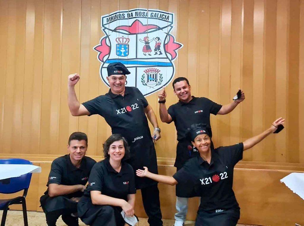 Los trabajadores del restaurante del Centro Cultural Airiños da Nosa Galicia de Santa Coloma de Gramenet.