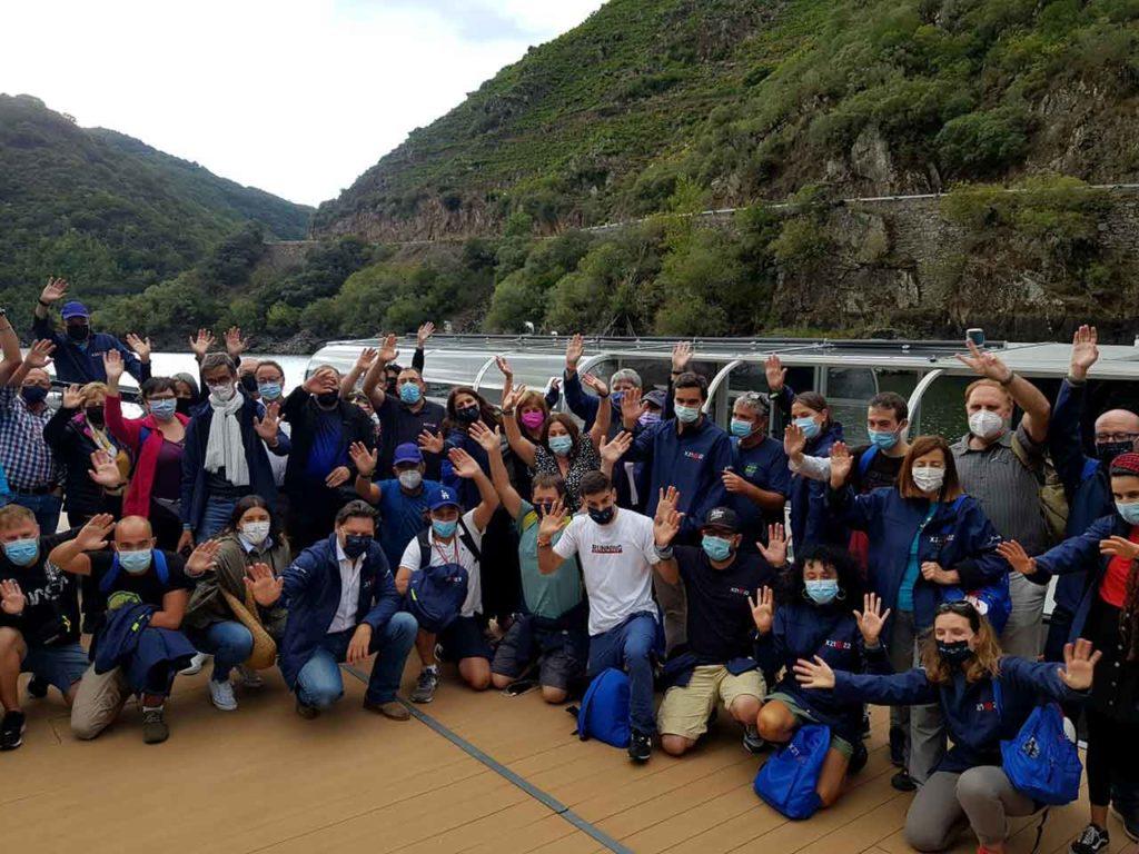 Los participantes en 'Conecta co Xacobeo' realizaron un recorrido en catamarán por los cañones del río Sil.