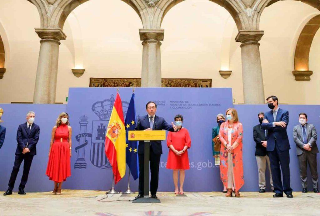 Imagen de la toma de posesión del ministro José Manuel Albares, detrás a la derecha Manuel Muñiz.