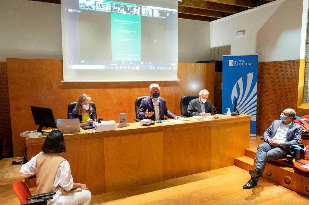 El secretario xeral de Política Lingüística, Valentín García, presentó la Colección Textos e Estudos.