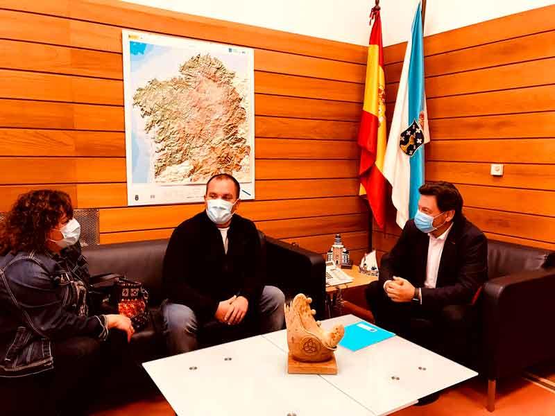 Rodríguez Miranda con el presidente del Centro Galego de Burgos, Ángel Ferreiro.