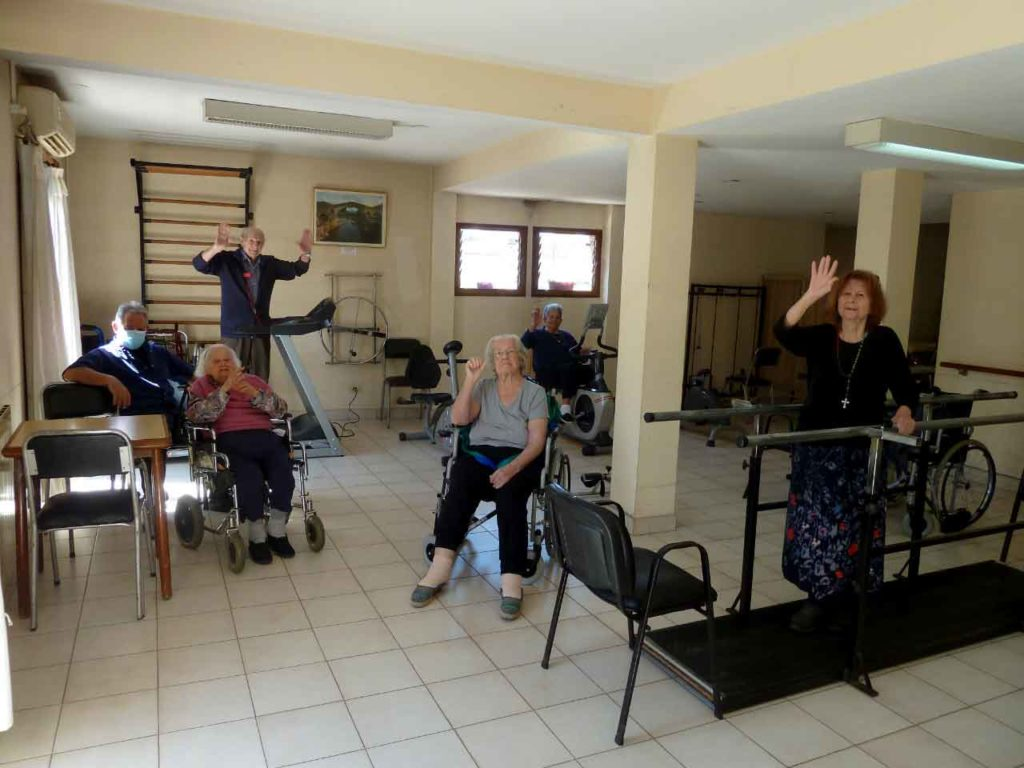 El Tinetense acoge hoy en día a 35 emigrantes mayores.
