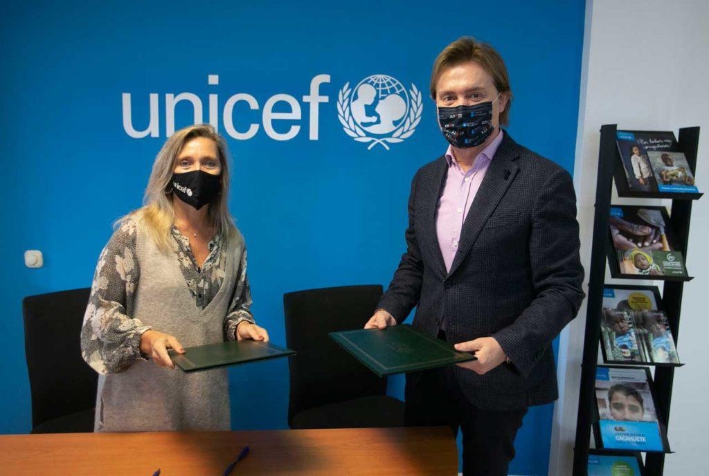 Gamallo firmó con Myriam Garabito, presidenta de Unicef Comité Galicia, la addenda al convenio de colaboración para actuaciones de acción humanitaria y de emergencia.