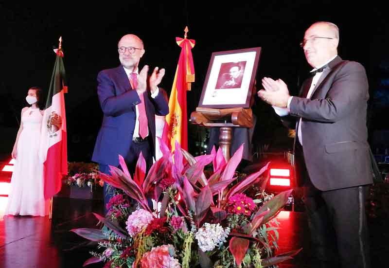 Juan López-Doriga y Francisco Salvador en un momento del homenaje a Enrique Ruelas Espinosa.