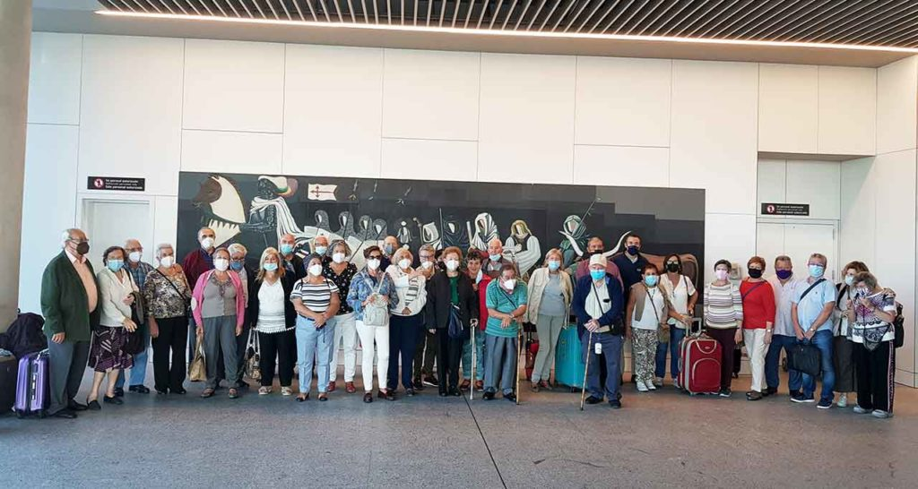 Algunos de los participantes a su llegada al aeropuerto de Santiago.