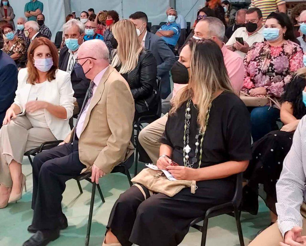 La diputada socialista, Adriana Lastra, el presidente del Centro Asturiano de Málaga, Florentino Martínez, y la consejera, Rita Camblor.